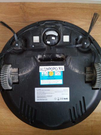 Пылесос-робот в обзоре на Алимпопо, вид снизу